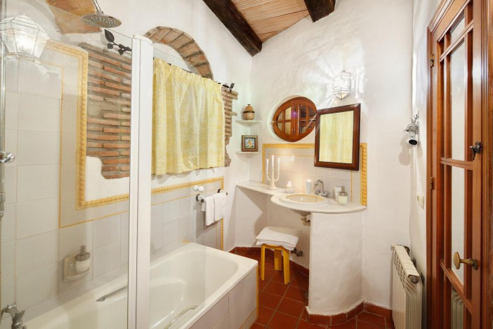 Casa Luna | Bathroom | Tarifa Best Place To Stay